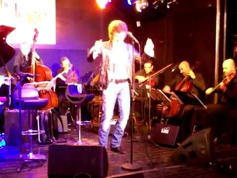 Gino Vannelli con il Quartetto Archimia (string quartet), People gotta move.flv