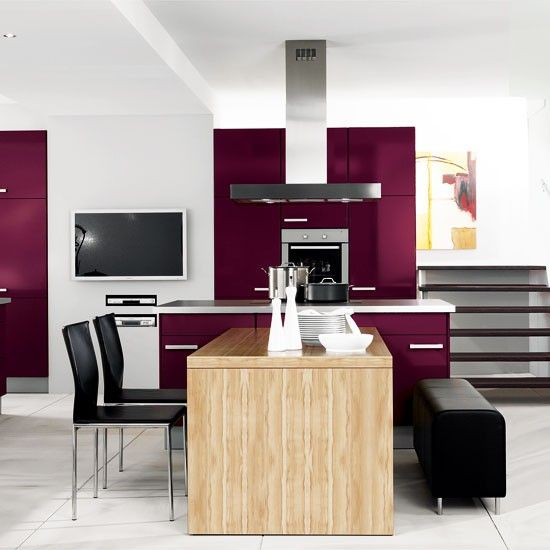 Modern kitchens, with their streamlined feel, can easily merge with an informal dining area - simply add an island table and some comfy seating.