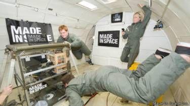 Equipo Made in Space en una cámara de experimentos con gravedad cero