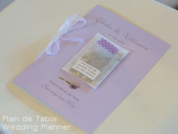 Livret de messe avec pochette de lavande à jeter sur les mariés www.myplandetable.com