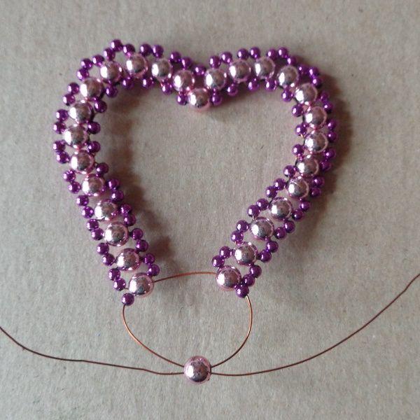 Saját készítésű Valentin-napi ajándékot szeretnél? Vagy egy szép Valentin-napi dekorációt? Készíts gyöngy szívet, könnyebb, mint gondolnád!
