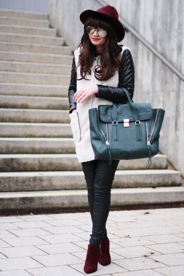 Ooh we love fashion blogger FashionHippieLoves in our skinny jeans!