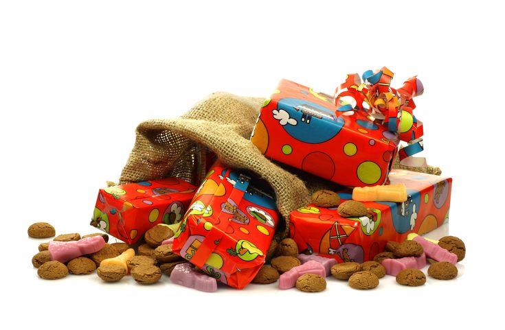 Heb jij wel eens gehoord van de vier cadeautjes regel? Nee, ideale stelregel om te voorkomen dat ze straks met de feestdagen overstelpt worden met cadeaus en niet meer weten waarmee te spelen. http://www.mamaliefde.nl/blog/4-cadeautjes-regel/