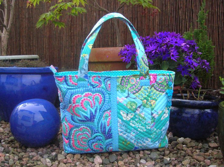 I used fabrics from the Amy Butler Alchemy and Hapi ranges to make up this bag. My first jelly roll and hey this is my idea of FUN! Now I know why patchwork and quilting is so addictive!