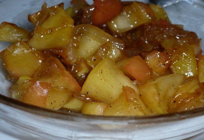 Almás-hagymás főzött saláta