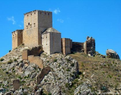 CASTLES OF SPAIN - Castillo de Mula (Murcia). De sus muros partieron en 1078 las tropas del gobernador Abenraxic a la conquista de Murcia y en apoyo del emir de Sevilla Almotamid. En 1244 el Infante Alfonso de Castilla toma el castillo tras varios meses de asedio. En 1296 resistió el asedio de las tropas aragonesas de Jaime II tras su invasión del Reino de Murcia ( después de 8 años de asedio, las mesnadas del rey aragonés desistieron al no poder tomar el castillo).