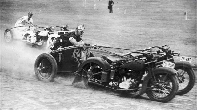 20世紀前半に行われていた「モーターサイクル・チャリオット・レース」がすごい