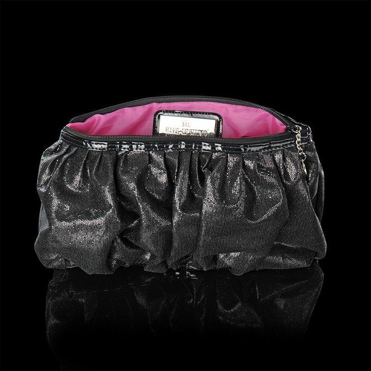 De Party Collection bevat diverse luxe tasjes in verschillende formaten en uitvoeringen. De 'Miami' is een luxe, zwarte clutch, afgezet met glitters en met een glanzend roze binnenvoering. Een echte eye-catcher! EUR 29,90