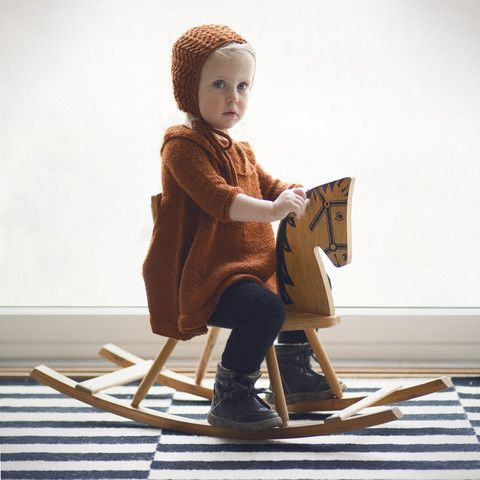 Kyse med hullm�nster / The lace bonnet (norwegain and english)