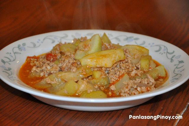 Ginisang Upo is bottle gourd sautéed in garlic, onions, and tomatoes. This Ginisang Upo recipe also makes use of ground pork for additional flavor and texture.   This Ginisang Upo Recipe is a simple Filipino vegetable dish that can be considered as an everyday food. Aside from ground meat, fish and other seafood can also be added when cooking