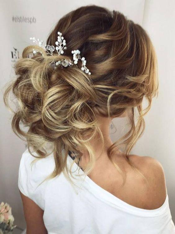 Hochzeitsfrisuren - Abendkleid Frisuren - Messy Bun Models