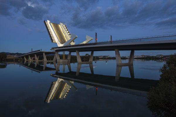 An amazing bridge in New Zealand