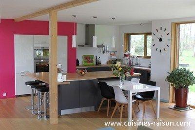 Une cuisine ouverte avec un plan de travail incluant une - Cacher cuisine ouverte ...