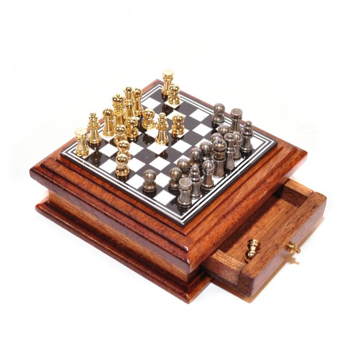 D2407 - Deluxe Chess Set and Board - Online Dolls House Superstore