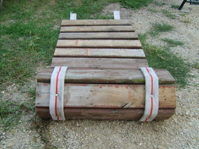 Roll-up sidewalk made from pallet wood