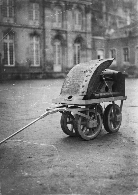 "WWI covered live on Twitter: ""A small armoured trolley for transportation of trench mortar ammunition. Toul, 25 Jan 1916 https://t.co/PKq4xdppbI https://t.co/IAEtsBkmlk"""
