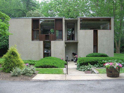 ル・コルビュジェほど有名ではないにしろ、ルイス・カーンに影響を受けた人は多いと思います。自宅を作るにあたって、私の考えを後押ししてくれたのがル・コルビュジェだとすれば、それを具体化するときに最も参考にしたのがルイス・カーンの建築でした。今で