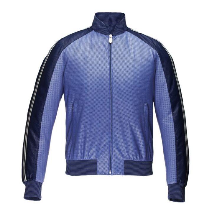 Сейчас куртка-бомбер считается одним из классических элементов мужского гардероба, причём стала она такой всего лишь за полвека. #uomocollezioni #JMIcon #курткабомбер #весналето2015