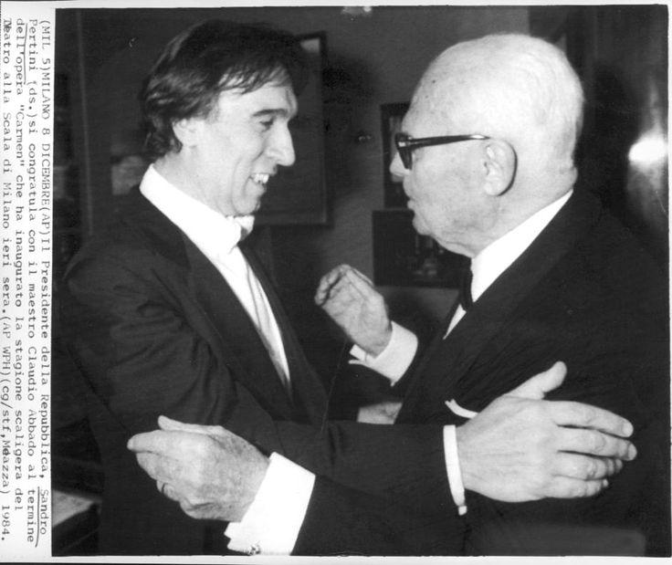 """L'allora presidente della Repubblica Sandro Pertini si congratula con Abbado al termine della """"Carmen"""", che ha inaugurato la stagione de La Scala nel 1984 ☆☆☆"""