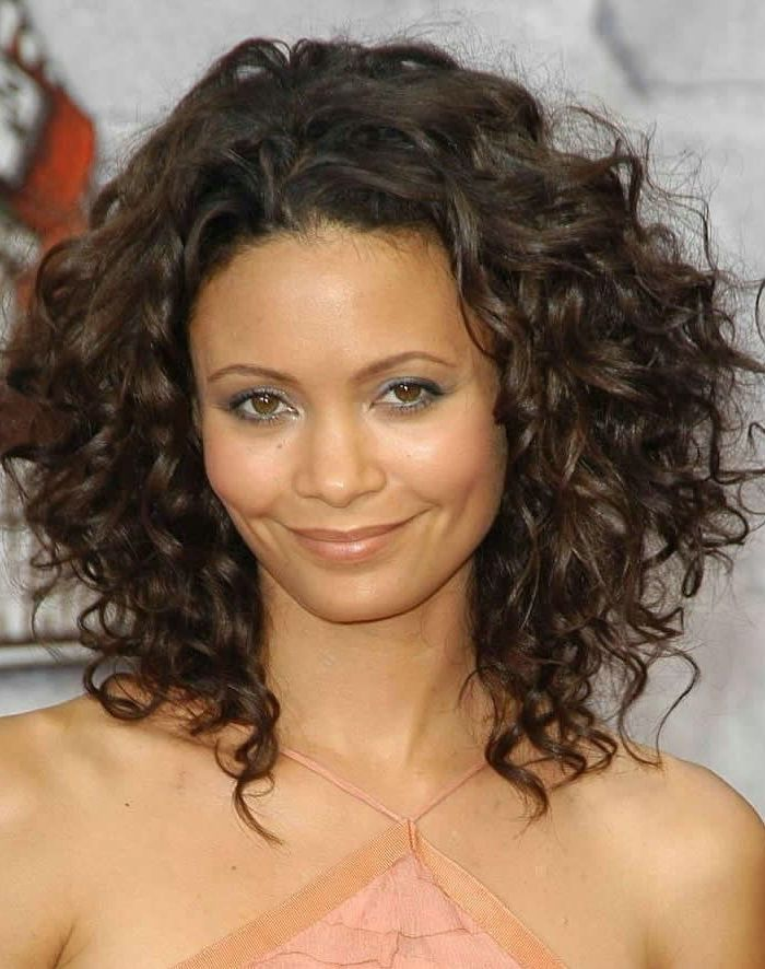 Great Curly Haircuts for round face
