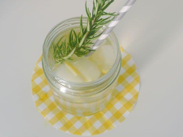 Limonada caseira com alecrim