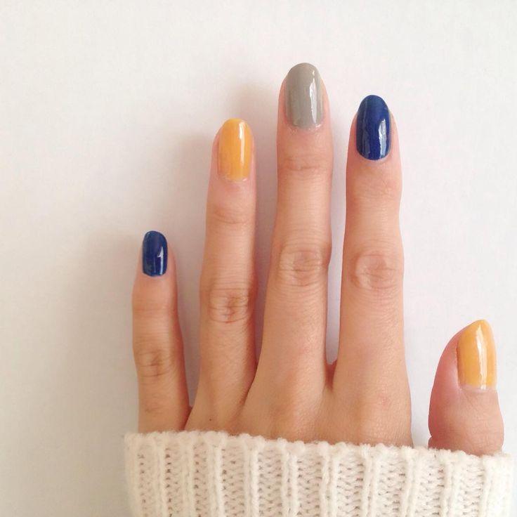 """きちんとケアされた素の指先もナチュラルでかわいいけれど、ときには指先をシンプルな単色ネイルで彩ってみませんか?シンプル派女子の指先には""""アートなし""""でも、さりげなく主張のあるネイルが、どこか楽しげでおしゃれです。こちらでは冬にぴったりな7色をセレクトして紹介しています。ぜひ参考にしてくださいね!"""
