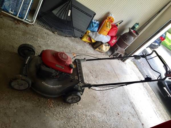 Honda Lawn Mower – needs some work – auto parts – by owner