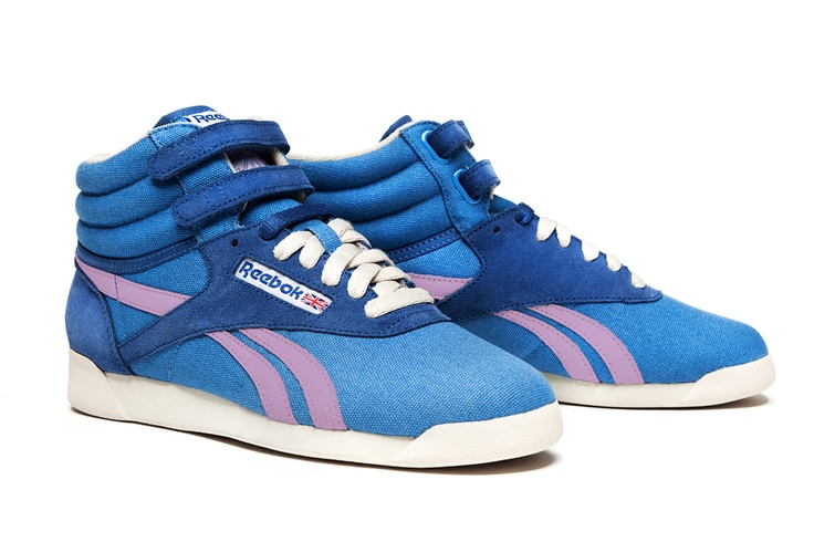 "La Reebok Freestyle è una scarpa donna in canvas e suede con velcro strap alla caviglia, punta arrotondata e silhouette affusolata, la perfetta sintesi tra un hi-top nato per l'aerobica ed un prodotto ""high fashion"".    Prezzo: 85,00€    SHOP ONLINE: http://www.aw-lab.com/shop/reebok-w-freestyle-5090361"