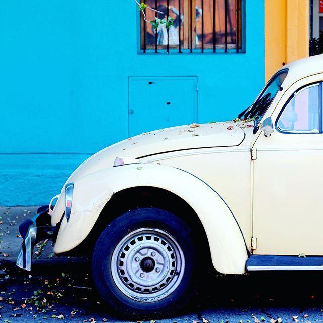 Santiago de Chile Vintage car by La ciudad al isntante  hola ✌️ buenos días amigos! #laciudadalinstante #santiago #chile #instachile…