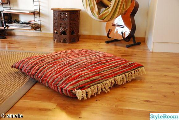 Sy ihop en gammal trasmatta, fyll med en kudde