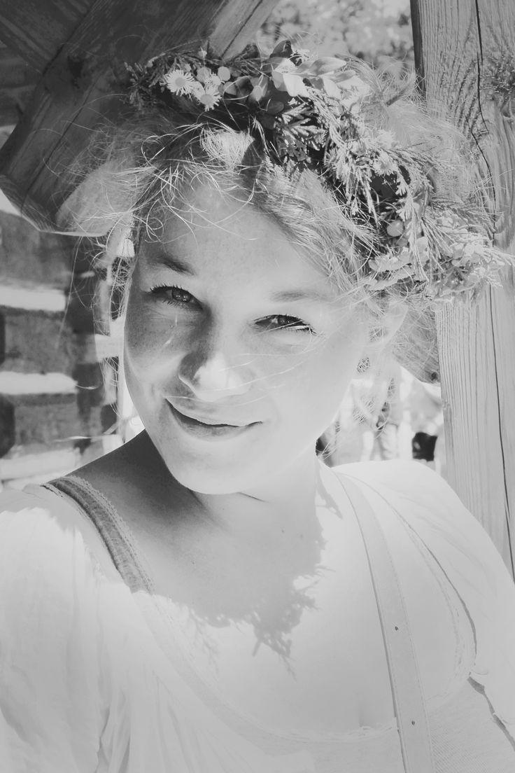 model: Marta #beauty #spring #wreath #portrait #blackandwhite