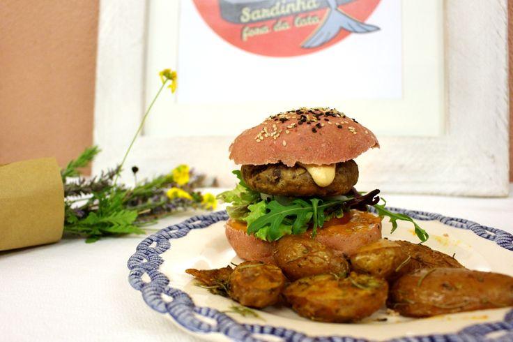 Esta foi a receita feita na oficina de hambúrgueres vegetarianos. Fáceis de fazer, podem ser congelados*, desde que devidamente embalados e separados uns dos outros. Podem ser servidos no pão ou co…