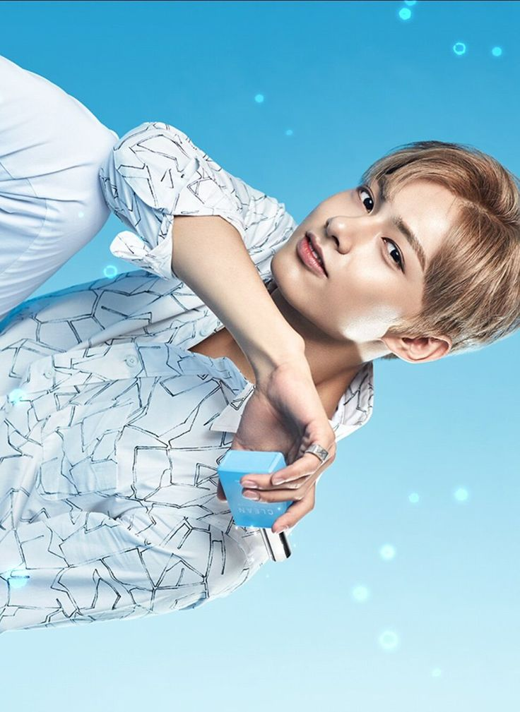 Jun looks like a prince, the photo and him are high quality!