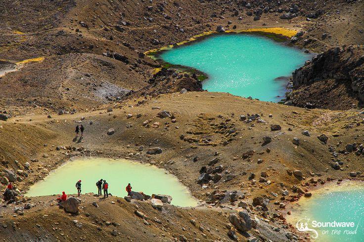 Photographies des plus beaux paysages aquatiques colorés de Nouvelle Zélande que nous avons explorés lors de notre road trip dans l'île Nord et l'île Sud.