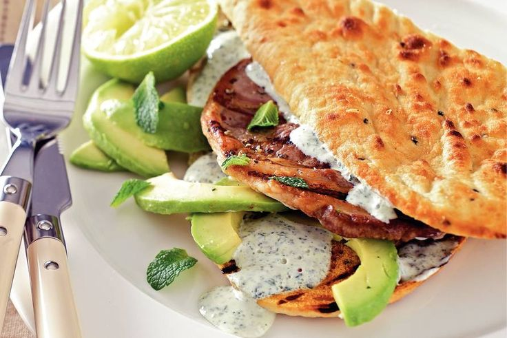 3 februari - geitenkaas + avocado in de bonus = een heerlijk Indiaas naanbrood met lamsvlees - Recept - Allerhande