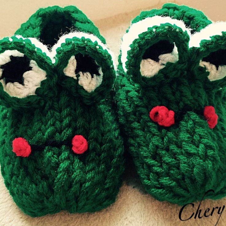 Knitting Pattern For Frog Slippers : Frog loom knit childs slippers LOOM KNIT/POM-POM ...