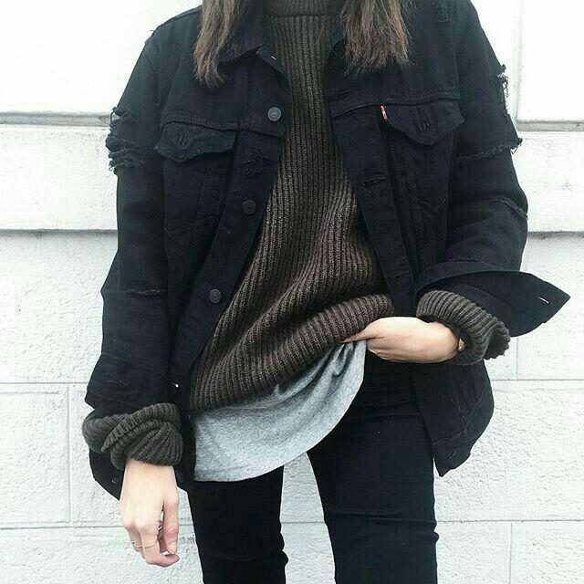 Black oversized denim jacket, oversized dark grey sweater, black skinny jeans