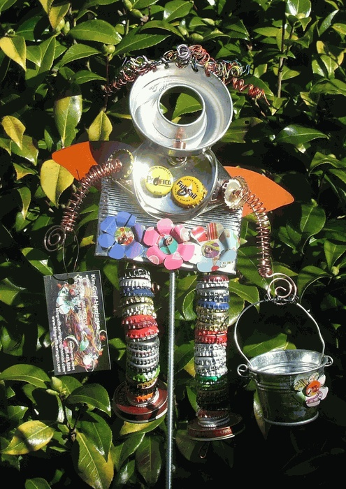 Recycled Garden Art.  From ladynin.com