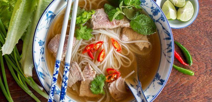 Il pho vietnamita, non è nient'altro che una zuppa arricchita da carne e noodles che viene servita con erbe aromatiche a parte. Il pho è una ricetta tipica del Vietnam e da qualche tempo, popola anche le tavole degli italiani più curiosi e appassionati di cucina etnica. Come il ramen, anche il pho ha tempi di  … Continued