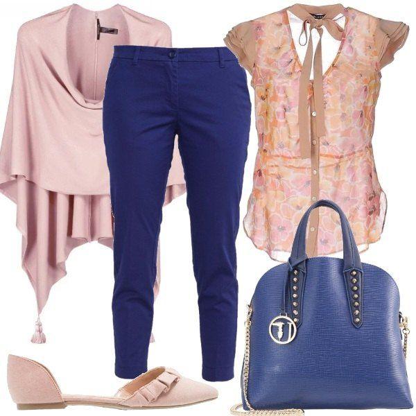 Outfit romantico composto da: pantaloni chino blu, camicetta a fiori con ampio scollo e fiocco, mantella e ballerine di tessuto rosa e, per finire borsa a mano blu.