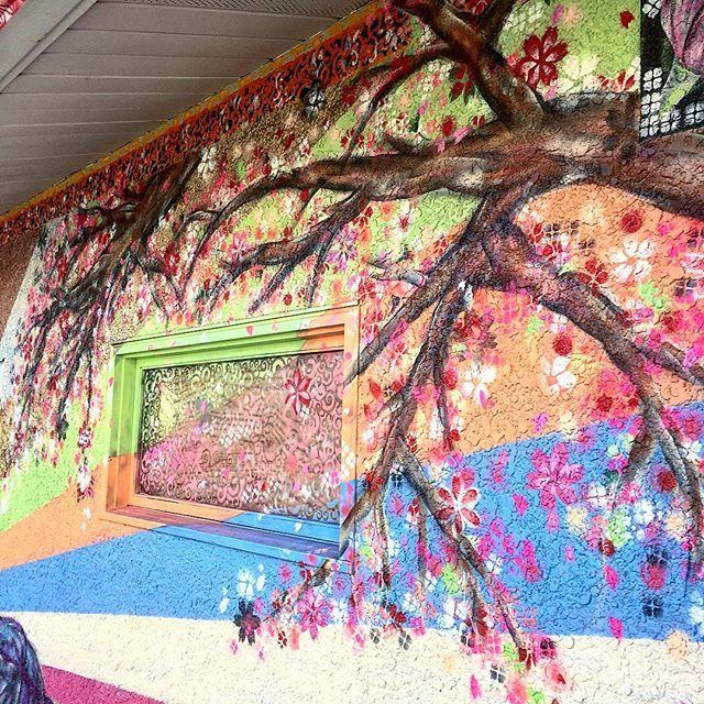【yuyart】さんのInstagramをピンしています。 《More cherry blossoms!🌸🌸✨ 桜満開になってきた〜〜(・Д・)ノ #yuyart #mural #minneapolis #cherryblossom #art #japan #love #muralart #muralwall #優也美術 #画家 #日本人 #日本 #桜 #ミネアポリス #アメリカ #壁画アート #プロジェクト #がんばれ #締め切り近い!》