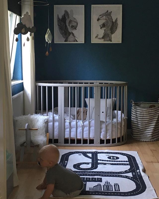What is black, white and blue all over? This adorable nursery featuring our Sleepi crib in white ⚫⚪  credit: @mevilladsen