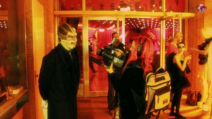 One of the best Halloween Partys in Berlin: http://videoscout-it.com/berlin/l/bob-youngs-halloween-masquerade-party