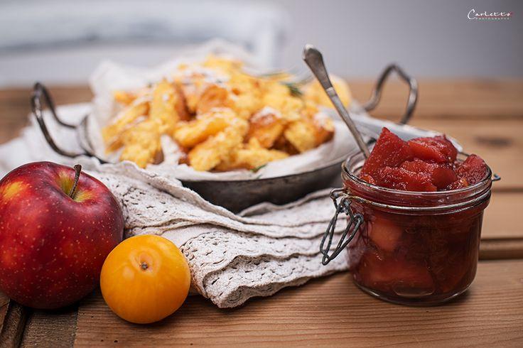 Rezept für einen feinen Topfenschmarren. Der Topfenschmarren wird mit heißem Apfel-Zwetschgen Chutney serviert und ist ein tolles Dessert.