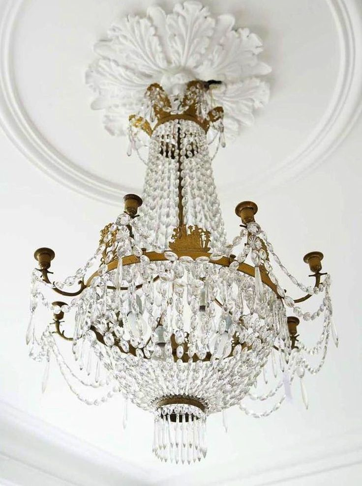 French decor: Molduras francesas, Antigua araña con cristales y bronce.