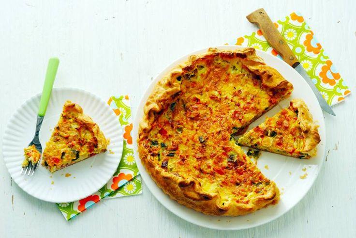 Als doordeweekse maaltijd, als picknickgerecht of 's middags als lunch: deze quiche kan áltijd - Recept - Allerhande