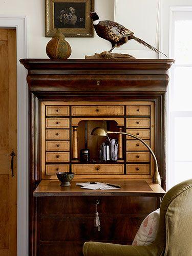 (secretary desk with drawers)