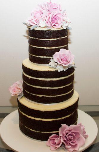 30 meztelen esküvői torta modern menyasszonyoknak:
