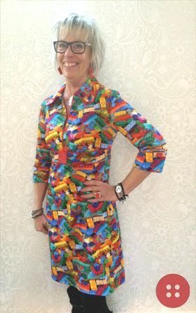 Tips og kitschet inspiration fra Sanne. Som du kan se har hun syet en Lego kjole (Line2Line K248) med diverse Legoklodsdetaljer - Læg mærke til den sjove fingerring, øreringene, manchetterne på ærmerne og det smarte spænde under bryst. Alle legoklodserne er udboret og pålimet med similisten - nemt enkelt, kitschet og rigtig sjovt   Husk kun din egen fantasi sætter grænser for hvad du kan udrette !