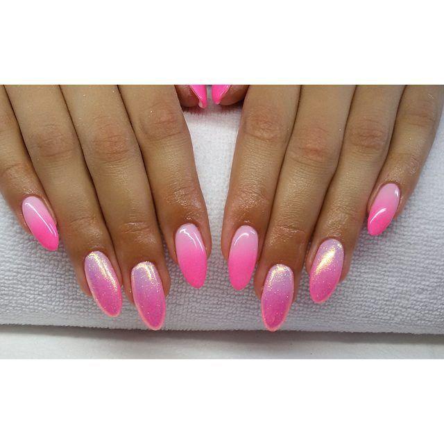 Cukiereczki :) #semilac #diamondcosmetics #ilovesemilac #nailart #nails #hybryda #hybrid #manicure #mani #pink #ombre #instanails #indigo #efektsyrenki #syrenka #mermaidnails #gelnails #paznokcie